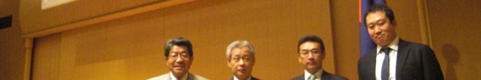 会計人サミットH23-10-29 007日本大学会計人会出席者4人の写真